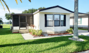 Updated home on golf course lot in Hidden Golf